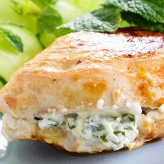 Φιλέτο κοτόπουλο γεμιστό με κατσικίσιο τυρί και ρόκα